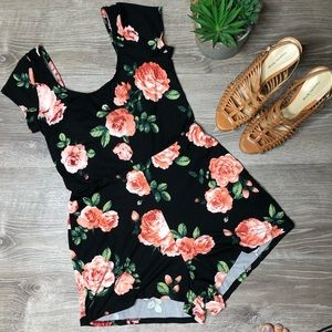 Heart and Hips NWT size small Junior floral romper